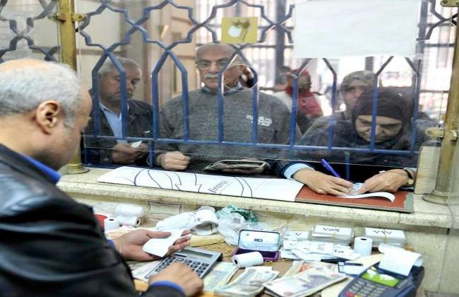 صرف معاشات أبريل من بنك ناصر ومكاتب البريد اليوم