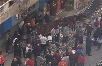 مصرع شخص وإصابة آخر في سقوط لافتة إعلانية بسبب الطقس بالإسكندرية | صور