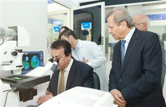 وزير التعليم العالي يزور جامعة الخليج الطبية بالإمارات | صور