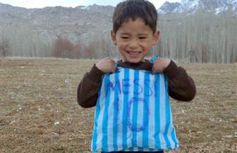 بسبب القميص والكرة الموقع عليهما من الساحر.. طالبان تُبكى الطفل الأفغاني عاشق ميسي