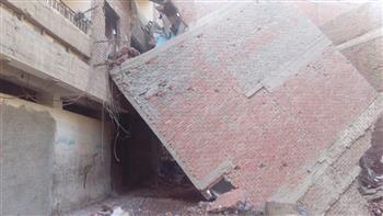 ميل عقار من ٣ طوابق بسبب أعمال حفر في أرض مجاورة ببلقاس بالدقهلية | صور