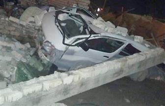 """""""الرياح"""" تتسبب فى سقوط سور على 3 سيارات  بالإسكندرية"""