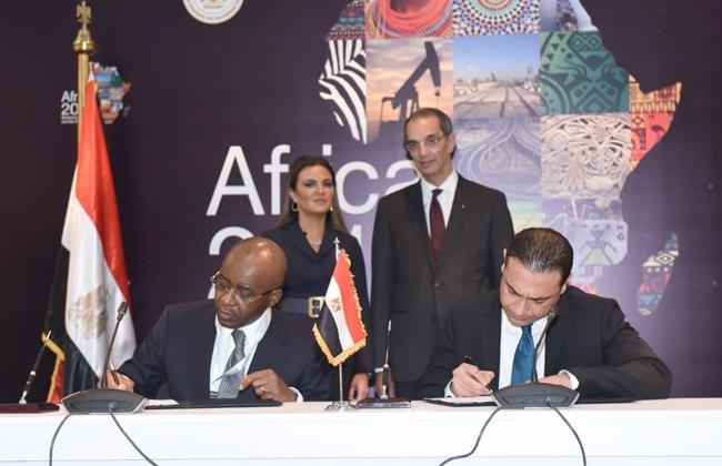توقيع مذكرة تفاهم  باستثمارات 400 مليون دولار بين المصرية للاتصالات و ليكويد تليكوم  -