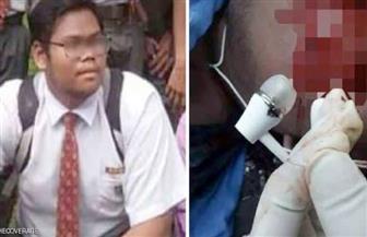 """""""السماعة لا تزال في أذني"""".. مأساة شاب ماليزي صعقته الكهرباء أثناء النوم"""