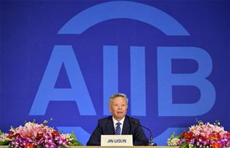 رئيس بنك الاستثمارات الآسيوية: نعمل على إحداث توازن بين القطاعين العام والخاص
