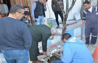 مياه مطروح: تحرير محاضر لأصحاب محلات قاموا بإلقاء مخلفاتهم في شبكات صرف الأمطار|صور