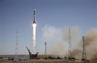 روسيا تطلق صاروخا يحمل شحنة أقمار اصطناعية إلى الفضاء