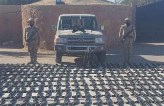 قوات حرس الحدود تضبط عربة دفع رباعى محملة بالسلاح في منطقة بحر الرمال الأعظم