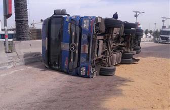 إصابة  25 شخصا في حادث انقلاب سيارة بطريق فارس الصحراوي بأسوان