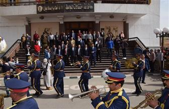 محافظ بني سويف يشهد حفل تخريج الدفعة الأولى من كلية الإعلام بالجامعة | صور