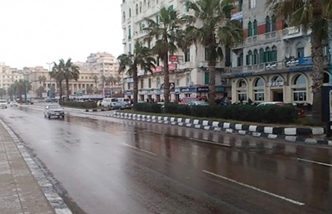 طقس سيئ مصحوب بأمطار متوسطة وانخفاض في درجات الحرارة بالإسكندرية -
