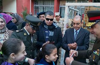 """الجيـش الثاني يهدى ميداليتين لـ""""نجلتى"""" الشهيد اللواء أحمد فوزى بطابور المدرسة في بورسعيد"""
