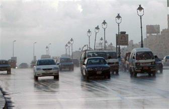 """كثافات مرورية في فترة الذروة الصباحية.. و""""الأمطار"""" تعيق حركة السيارات"""