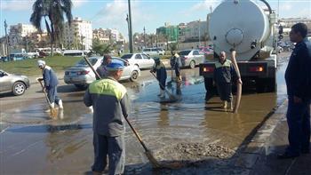 وزير التنمية المحلية ومحافظ الجيزة يتابعان جهود شفط مياه الأمطار بمنطقة الدائري وطريق المحور