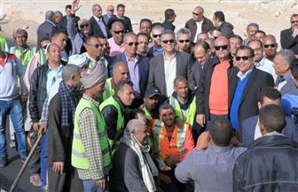 وزير النقل يتابع أعمال تنفيذ مشروعات الطرق والكباري بمحافظة البحر الأحمر | صور