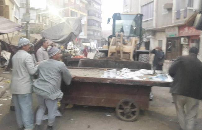 حي المطرية يخلي الباعة الجائلين من منطقة كوبري  مسطرد  -