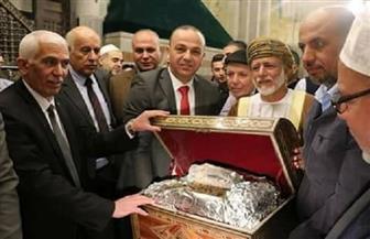 سلطنة عمان تهدي المسجد الإبراهيمي بفلسطين صندوقا ضخما من البخور النفيس | صور