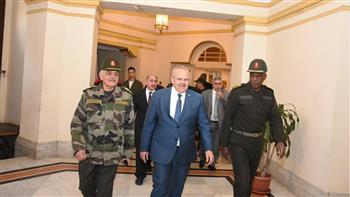 رئيس جامعة القاهرة يلتقي قائد الدفاع الشعبي والعسكري ويشيد بتضحيات القوات المسلحة لحماية الوطن   صور