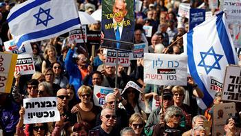 آلاف المتظاهرين فى تل أبيب يخرجون للمطالبة بتنحى نيتانياهو | صور