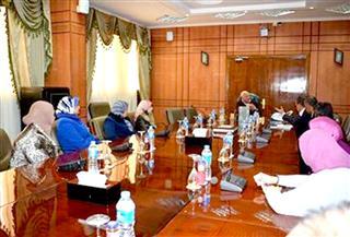 محافظ بورسعيد يلتقي بالمرشحين للعمل كمديرين للمدارس الإعدادية