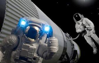 رواد روس في مهمة بالفضاء لصيانة معدات اتصالات