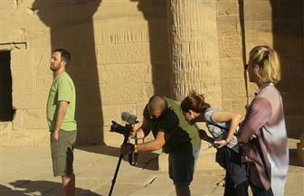 وفد تليفزيوني بريطاني ينهي جولته بالمناطق الأثرية بالأقصر اليوم