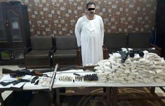 """ضبط صاحب كافتريا بـ """"البرلس"""" وبحوزته سلاح آلي و٤ أسلحة نارية ونصف مليون قرص مخدر"""