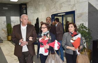 محافظ أسوان يستقبل المناضلة الجزائرية جميلة بوحيرد بالمطار | صور