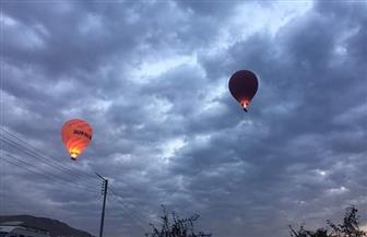 تحليق 21 رحلة بالون طائر بالأقصر على متنها 420 سائحا أجنبيا رغم الغيوم والأمطار   صور