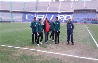 طاقم التحكيم الليبي يعاين الملعب قبل لقاء المقاصة وجينيريشن السنغالي