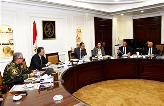 وزير الإسكان يترأس اجتماعا لمتابعة مشروع تطوير محور المحمودية بالإسكندرية | صور