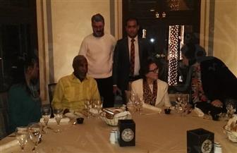 """إدارة مهرجان سينما المرأة تقيم حفل عشاء للممثل العالمي """"داني جلوفر"""" وزوجته بأسوان"""