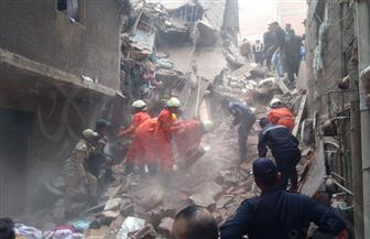 فرق الإنقاذ تحاول استخراج 3 أطفال وسيدتين من تحت أنقاض عقار منشأة ناصر