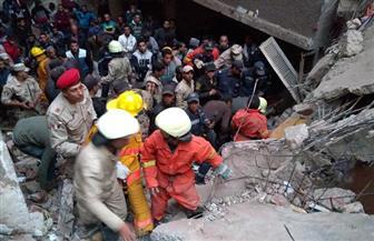 قوات الإنقاذ تكثف جهودها لانتشال 7 أشخاص من تحت أنقاض عقار منشأة ناصر   صور