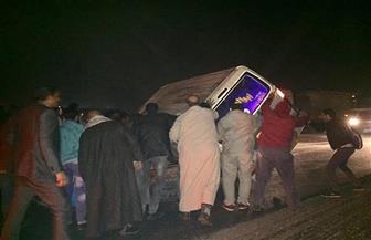 إصابة ٤ أشخاص بينهم طفل فى حادث انقلاب ميكروباص بطريق الكريمات   صور