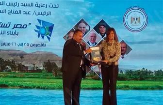 وزيرة الهجرة تتسلم أول نسخة من اﻷطلس الشمسي ﻹنتاج الطاقة الشمسية