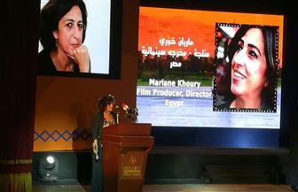 ماريان خوري تهدي تكريمها بمهرجان أسوان لسينما المرأة لشبابها | صور