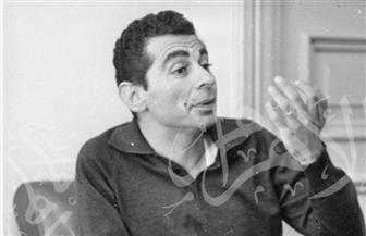 يوسف شاهين كما لم نره من قبل.. صور نادرة مع عمر الشريف منذ عام 1956
