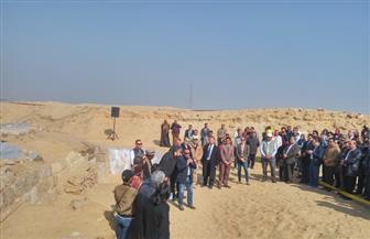 محافظ الجيزة يشهد الإعلان عن كشف أثري بمنطقة الأهرامات | صور