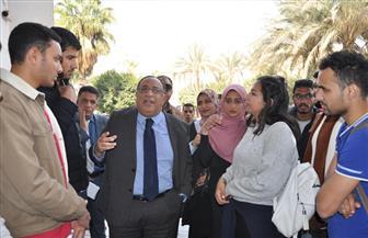رئيس جامعة حلوان يقوم بجولة تفقدية لمتابعة اللمسات النهائية بالمركز التجاري | صور