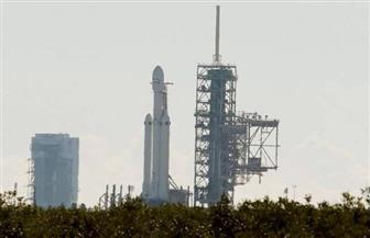 بعد تأخير ساعة كاملة إطلاق صاروخ فالكون هيفي إلى الفضاء من فلوريدا | فيديو