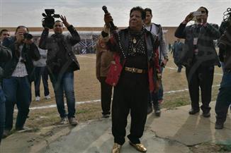 أبوالليف وشعبان عبدالرحيم يغنيان لنزلاء سجون برج العرب | صور