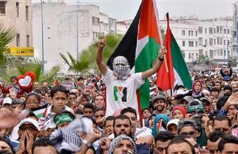 مرضى فلسطينيون يتظاهرون قبالة حاجز إسرائيلي مع قطاع غزة