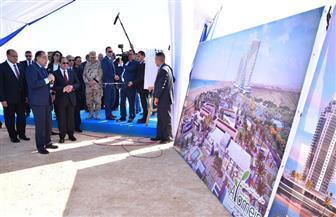 وزير الإسكان يستعرض مراحل إنشاء المشروعات بالعلمين الجديدة