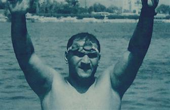 """تعرف على """"السباح المصري"""" التاريخي صاحب ملحمة عبور المانش بلا قدمين"""
