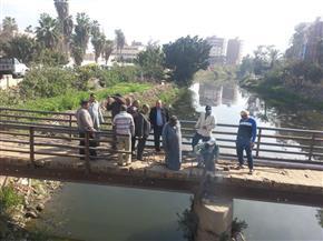 رئيس مدينة سمنود يطالب بتكثيف مكافحة البعوض بالمجاري المائية | صور