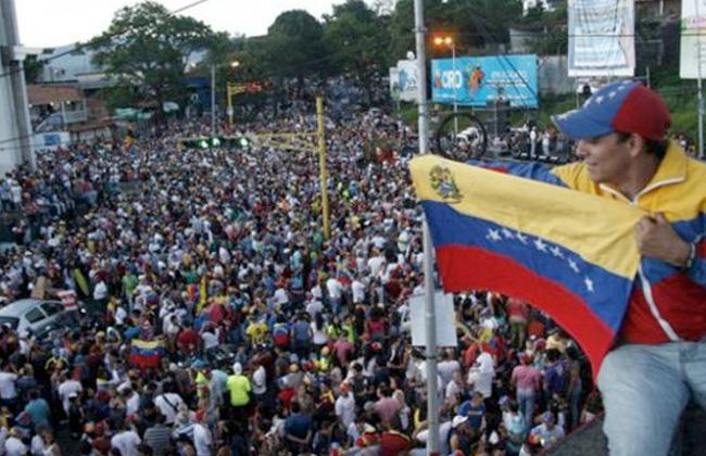 القضاء في تشيلي يفتح تحقيقًا بعد أعمال عنف ضد مهاجرين فنزويليين