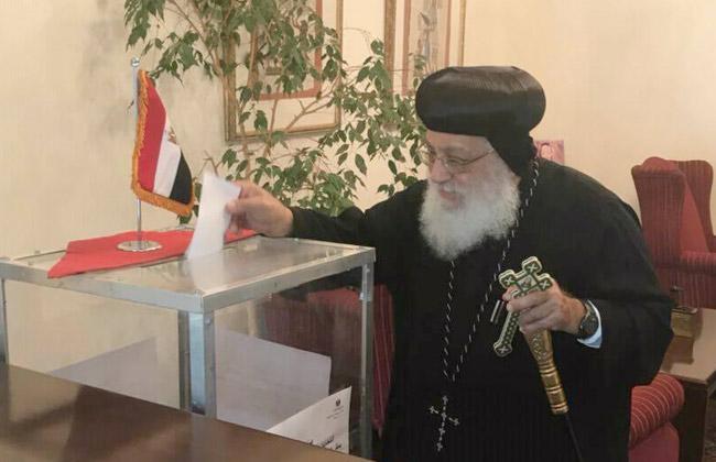 أسقف وأعضاء الكنيسة المصرية الأرثوذوكسية بجنوب إفريقيا يدلون بأصواتهم في الانتخابات الرئاسية  صور -