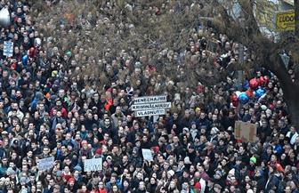 عشرات الآلاف يتظاهرون في سلوفاكيا رغم استقالة رئيس الوزراء فيكو