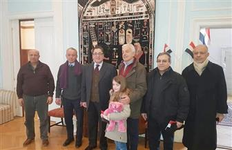 الجدود والأبناء والأحفاد يتوافدون على سفارة مصر بالدنمارك  للمشاركة في الاقتراع الرئاسي|  صور